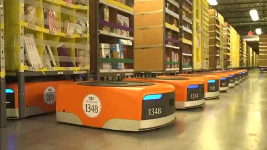 Amazon robotai sandeliuose